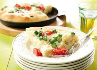 Pizza bianca con asparagi e pomodorini